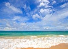 De het witte Strand en rimpeling van het Zand in de Zomer stock fotografie