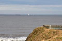 de het zandkust van de strandrots bij ziet oceaan royalty-vrije stock foto
