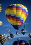 De hete blauwe hemel van luchtballons agaisnt Royalty-vrije Stock Fotografie