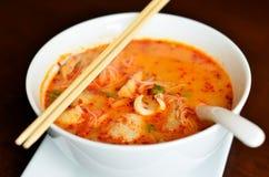 De hete en zure soep van de zeevruchten Thaise noedel Royalty-vrije Stock Foto