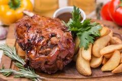 De hete gesteunde ham met versiert op houten raad Stock Foto