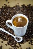 De hete koffie krijgt klaar drank Royalty-vrije Stock Afbeeldingen