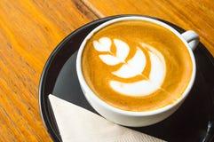 De hete koffie van de melkkunst Stock Foto