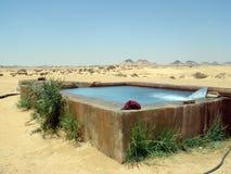 De hete lente in Egyptische woestijn, dichtbij Farafra Royalty-vrije Stock Fotografie