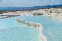 De hete lentes en cascades in Pamukkale in Turkije Stock Foto's