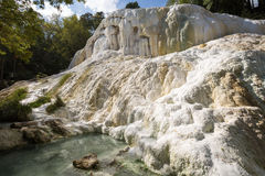 De hete lentes van Fossobianco in Bagni San Filippo stock foto's