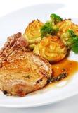 De hete Schotels van het Vlees - Bone-in Borststuk van het Varkensvlees stock foto's