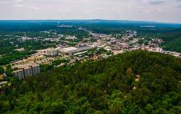De hete Stad van de Lentesarkansas overziet uit Bliktoren Ozark Mountains Royalty-vrije Stock Foto's