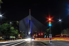 De Heuvel Herdenkingsbrug van de Leonardp Zakim Bunker in Boston stock foto's