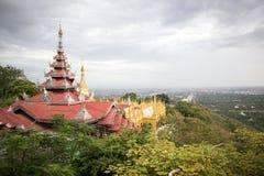 De heuvel hoogste mening van Mandalay stock foto's