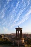 De Heuvel van Carlton en de stad van Edinburgh stock fotografie