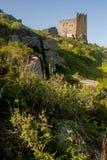 De heuvel van Carnbrea in de middagzon die wordt behandeld Royalty-vrije Stock Foto