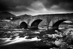 De heuvels Cullin en de rivier stock foto's