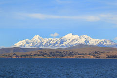 De heuvels en de Andes van Titicaca stock fotografie