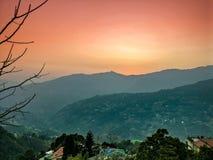 De heuveltoppen van mooie stad van Gangtok stock foto