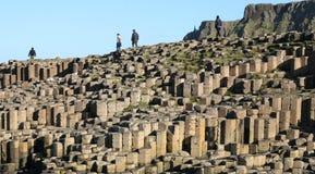 De Hexagonale stenen van Noord-Ierland van de Reuzenverhoogde weg Stock Afbeeldingen