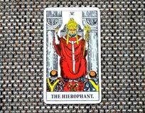 De Hierophant-van het de Instellingenonderwijs van de Tarotkaart Traditie Guru ccult stock foto
