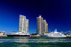 De high-rise gebouwen in het Strand van Miami royalty-vrije stock afbeeldingen