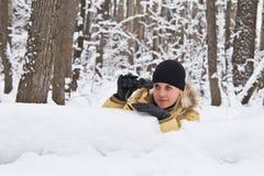 De hinderlaag in de winterhout. Royalty-vrije Stock Afbeeldingen