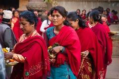 De Hindoese vrouwen paraderen - Bhaktapur, Nepal Stock Fotografie