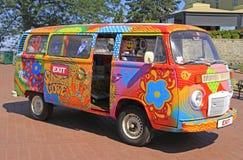 De hippiebestelwagen is symbool van de Uitgang van het muziekfestival in Novi Sad wordt gehouden dat Stock Afbeelding
