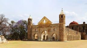 De historische Basiliek van Cuilapan, Oaxaca, Mexico royalty-vrije stock afbeelding
