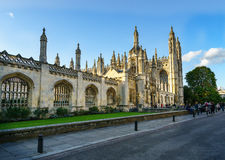 De historische bouw in Cambridge, het UK van voorzijde bij zonnige dag Stock Foto