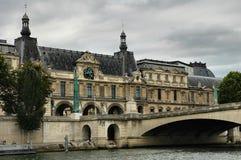 De historische bouw en brug royalty-vrije stock foto