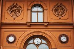 De historische bouw of gezicht in Riga, Letland of Republiek Letland Neoclassicism in architectuur of architecturale stijl stock afbeeldingen