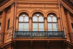 De historische bouw of gezicht in Riga, Letland of Republiek Letland Neoclassicism in architectuur of architecturale stijl stock foto