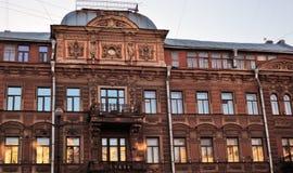 De historische bouw op het Nevsky-vooruitzicht in heilige-Petersburg, Rusland royalty-vrije stock foto