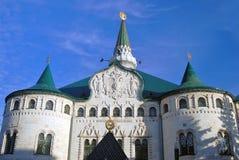 De historische bouw van de bank in Nizhny Novgorod, Rusland stock foto's