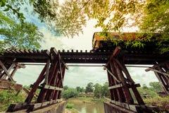 De historische die route van de doodsspoorweg tussen Thailand en Birma tijdens wereldoorlog wordt geconstrueerd Stock Afbeelding