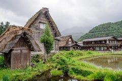 De historische Dorpen van shirakawa-gaan en Gokayama in de lente stock afbeeldingen