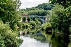 De Historische Ijzerbrug langs de Rivier Severn, het UK stock foto's