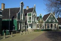 De historische Oude Nederlandse mening van de straat, Zaanse Schans Stock Fotografie
