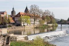 de historische stad hameln Duitsland van de rivierscène Royalty-vrije Stock Afbeeldingen