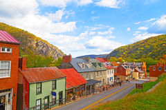 De historische stad van de Harpersveerboot in de herfst en Blauw Ridge Mountains Royalty-vrije Stock Foto