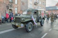 De historische ziekenwagen van de V.S. bij Nationale Onafhankelijkheidsdag in Gdansk in Polen Viert 99ste verjaardag van onafhank stock afbeeldingen