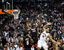 De Hitte van Miami versus de Roofvogels van Toronto Stock Foto's
