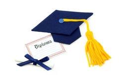 De Hoed en het Diploma van de graduatie Stock Foto's