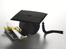 De hoed en het diploma van de graduatie Royalty-vrije Stock Afbeelding