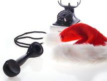 De hoed van de Kerstman en oude telefoon stock fotografie