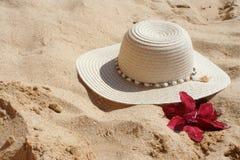 De hoed van het strand Stock Foto