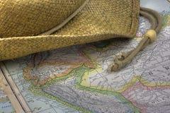 De hoed van het stro over uitstekende kaart van Zuid-Amerika Stock Foto