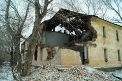 De hoek van de afbrokkelende gebouwen Stock Foto