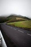 De hoek van de bergweg uphil, - de Azoren, Sao Miguel Island Portugal Royalty-vrije Stock Foto