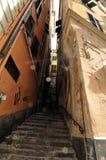 De hoek van de straat in de oude stad van Genua Stock Fotografie