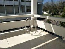 De hoek van het het ziekenhuisgebouw dat zonnig is royalty-vrije stock afbeelding