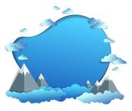 De hoge bergpieken strekken zich toneellandschap van de zomer met wolken in de hemel, het kader of de grens met exemplaarruimte u royalty-vrije illustratie